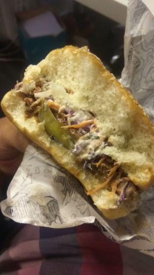 Foto 5 - Makanan di Lawless Burgerbar oleh Renodaneswara @caesarinodswr