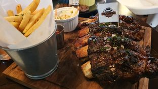 Foto 1 - Makanan(Bbq back ribs) di Dandy's Steak and Coffee House oleh astridT