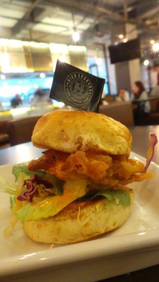 Foto 3 - Makanan(Chicken Burger) di High Grounds oleh Komentator Isenk