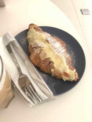 Foto 2 - Makanan(Croisan Almond) di Bodas Coffee & Dessert Bar oleh Ratih Danumarddin