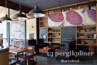 Foto 12 - Interior di Angel In Us Coffee oleh Darsehsri Handayani