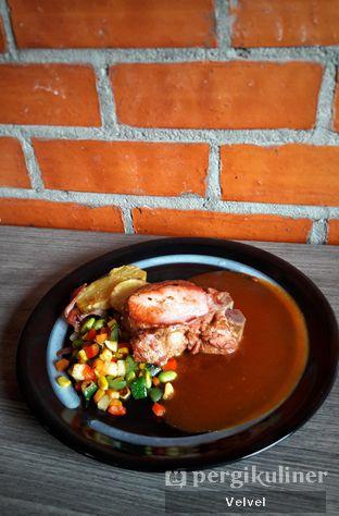 Foto 1 - Makanan(Smoked Pork Chop) di Back Office Bistro oleh Velvel