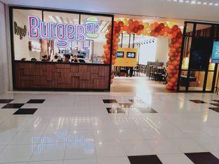 Foto 4 - Interior di BurgerUP oleh Stefany Violita