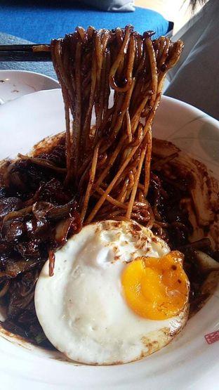 Foto 14 - Makanan(Jjajangmyeon ) di Noodle King oleh duocicip