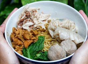 5 Bahan Pelengkap yang Menjadikan Mie Ayam Terasa Lebih Lezat