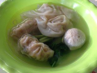Foto 2 - Makanan(Tambahan) di Mie Ayam Uban oleh awakmutukangmakan