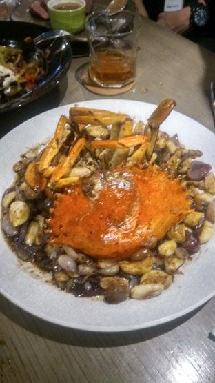 Foto 1 - Makanan(Caramelized butter crab (IDR 550K) ) di BAE by Socieaty oleh Renodaneswara @caesarinodswr