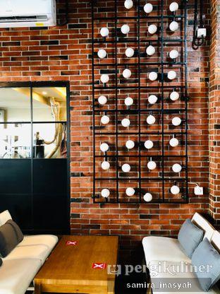 Foto 13 - Interior di Kolonial Bistro & Roastery oleh Samira Inasyah