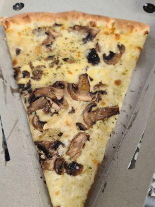 Foto 4 - Makanan di Sliced Pizzeria oleh vio kal