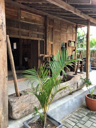 Foto 6 - Interior di LaWang Jogja Resto oleh kdsct