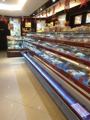 Foto 1 - Interior di Holland Bakery oleh Adhy Musaad