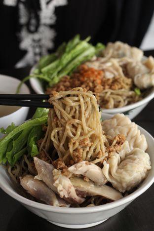 Foto 5 - Makanan di Bakmi Karet Surya oleh thehandsofcuisine
