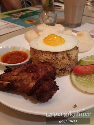 Foto 3 - Makanan di sTREATs Restaurant - Ibis Styles Sunter oleh GAGALDIETT