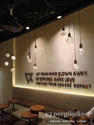 Foto 3 - Interior di Bermvda Coffee oleh @NonikJajan
