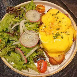 Foto 1 - Makanan(Benedict Egg) di Becca's Bakehouse oleh duocicip