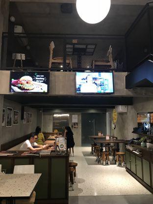 Foto 3 - Interior di Burgreens Eatery oleh FebTasty  (Feb & Mora)