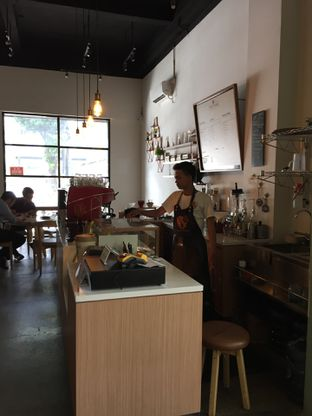 Foto 4 - Interior di Honey Beans Coffee & Roastery oleh Yohanacandra (@kulinerkapandiet)