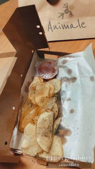 Foto 6 - Makanan(black truffle chips) di Animale Restaurant oleh Sienna Paramitha