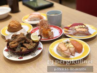 Foto 1 - Makanan(salmon skin & chawanmushi & salmon triple flavor & spicy double salmon roll & fried tofu spicy salmon &tuna triple flavor) di Genki Sushi oleh Patsyy