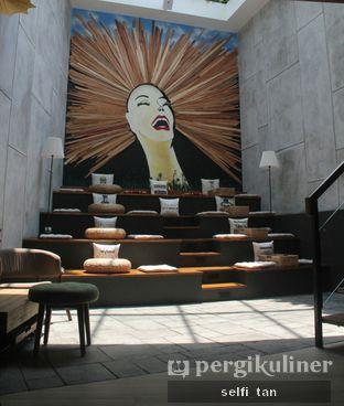 Foto 8 - Interior di Red Door Koffie House oleh Selfi Tan