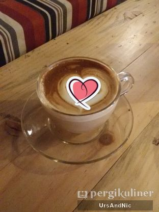 Foto 2 - Makanan(Latte original) di Journey Coffee oleh UrsAndNic