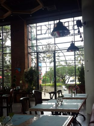 Foto 1 - Interior di The Spoke Bistro oleh Janice Agatha