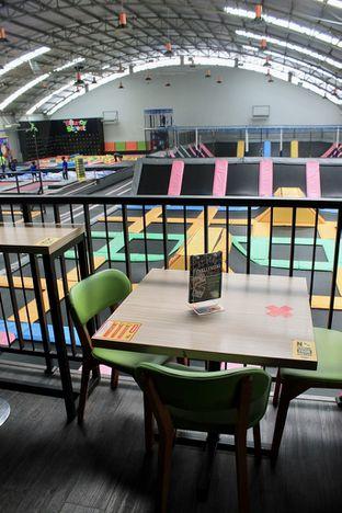 Foto 3 - Interior di Bounce Cafe oleh Prido ZH
