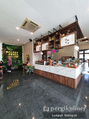 Foto 1 - Interior di Kaca Coffee & Eatery oleh Saepul Hidayat