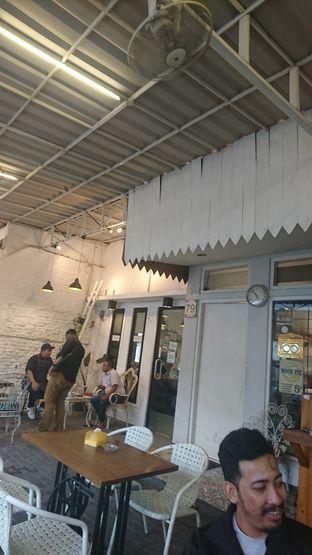Foto 3 - Interior di Dolan Kopi oleh Putra  Kuliner