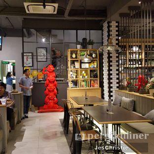 Foto 5 - Interior di Uncle Tjhin Bistro oleh JC Wen
