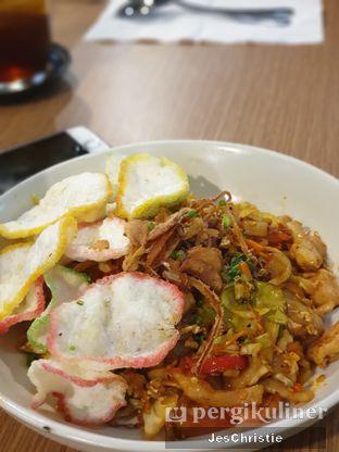 Foto 8 - Makanan(Kwetiau Goreng Manado) di Billie Kitchen oleh JC Wen
