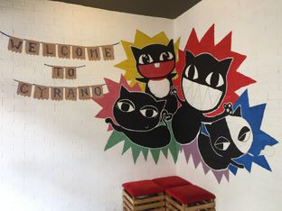 Foto 6 - Interior di Cyrano Cafe oleh Theodora