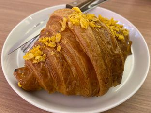 Foto 2 - Makanan(Golden Cheese) di Olive Tree House of Croissants oleh Jocelin Muliawan