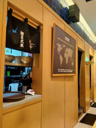 Foto 4 - Interior di Menya Musashi Bukotsu oleh FOODIARYPAOPAO