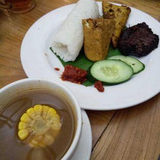 Foto 6 - Makanan(Nasi Timbel + Empal) di Kafe Betawi oleh felita [@duocicip]