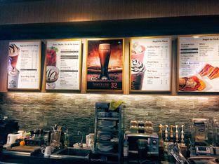 Foto 5 - Interior di Angel In Us Coffee oleh Astrid Huang | @biteandbrew