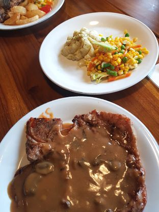 Foto 1 - Makanan(T-Bone Nz Mushroom Sauce) di Abuba Steak oleh Anastasia @anasmarch