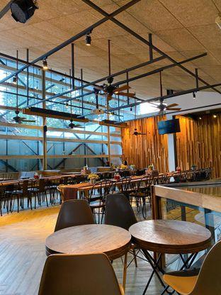 Foto 3 - Interior di One Eighty Coffee and Music oleh Tatan