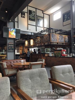 Foto 14 - Interior di Intro Jazz Bistro & Cafe oleh Suci Puspa Hagemi