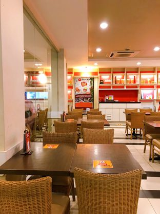 Foto 6 - Interior di Pizza Hut oleh yudistira ishak abrar