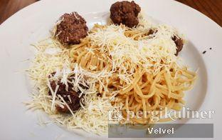 Foto 4 - Makanan(Spagetthi Aglio Olio Meatball) di Braga Permai oleh Velvel