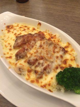 Foto 1 - Makanan di Hong Kong Cafe oleh makan bunciiit