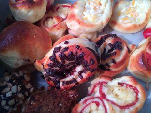 Foto 2 - Makanan di Roti Unyil Venus oleh Irine