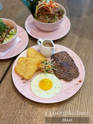 Foto 4 - Makanan(Steak And Egg) di So Fashion oleh @teddyzelig