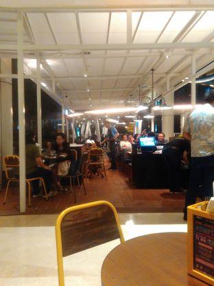 Foto 3 - Interior di The People's Cafe oleh Renodaneswara @caesarinodswr
