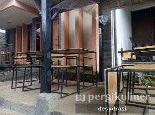 Foto 6 - Interior di Kurva Coffee oleh Desy Mustika