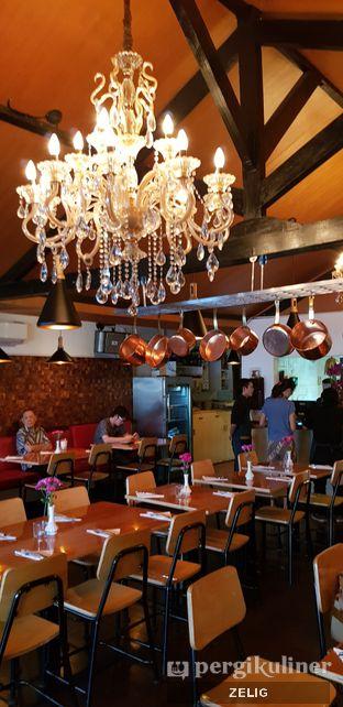 Foto 2 - Interior di Expatriate Restaurant oleh @teddyzelig