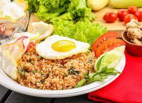 Serupa Tapi Tak Sama, Ini Dia Perbedaan Nasi Goreng Indonesa dengan Nasi Goreng China