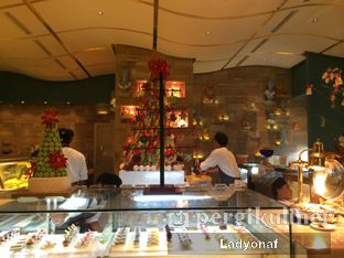 Foto 6 - Interior di The Cafe - Hotel Mulia oleh Ladyonaf @placetogoandeat