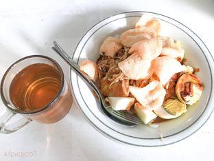 Foto 3 - Makanan(Kupat Tahu & Teh Hangat) di Kupat Tahu & Lontong Kari Cicendo oleh Kumala Yang